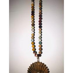 Sautoir en pierres minérales et coiffe indienne