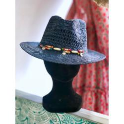 Chapeau en paille à lacets noir et perles de bois